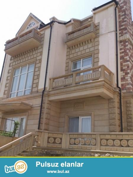 Срочно!  В поселке Загульба, по дороге в ресторан МИРВАРИ  сдается в аренду на летний сезон  3-х этажный дом, площадью  500 квадрат, 10-тикомнатный , с отличным ремонтом ...
