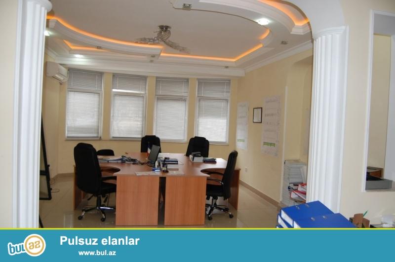 Сдается 4-х комнатное помещение под офис в центре города, по улице Губанова, рядом с метро Низами...