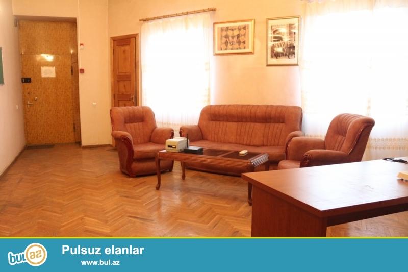 Səbail Rayonu Əlovsət Quliyev Küçəsi Yeni Qiş Parkinin yaxınlığında 4/2 ümumi sahəsi 110 kv...