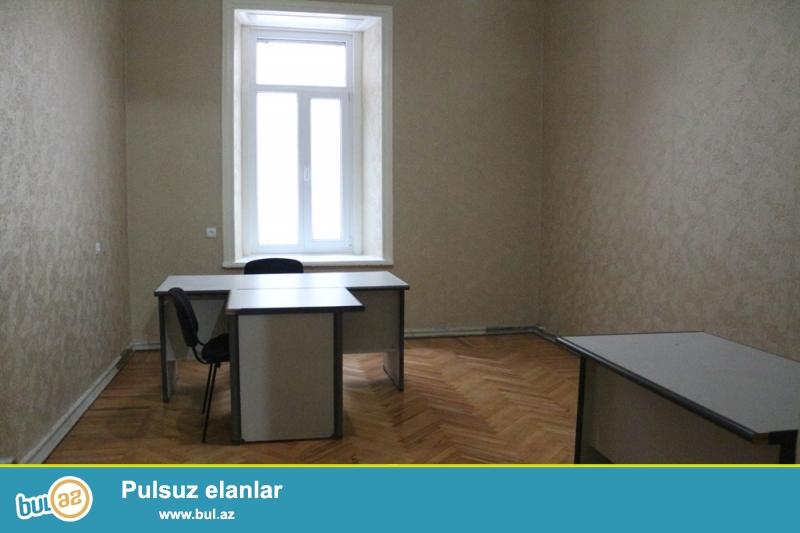 Səbail Rayonu Mirzə İbrahimov Küçəsi MC-Donaldın yaxın 4/1 ümumi sahəsi 160 kv...