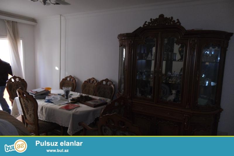 Yeni Yasamalda 9 mərtəbəli binanın 1 ci mərtəbəsində həyəti olan 4 otaqlı mənzil yalnız ailə üçün kirayə verilir...