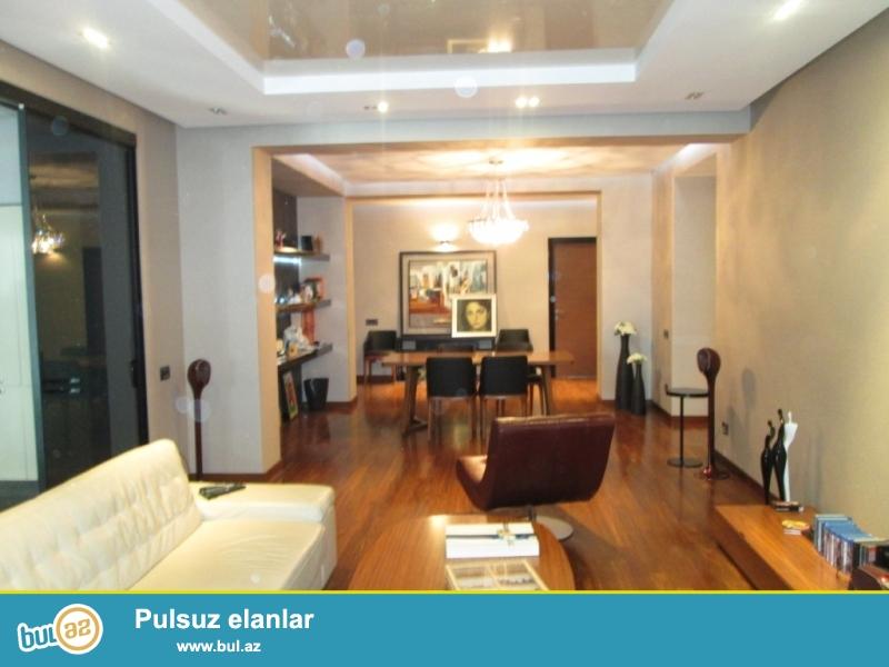 **РУФАТ*АЙНУР**    Сдается    4-х    комнатная  квартира   в   элитном    жилом   комплексе   на  6 Паралельной,    возле    Каспиан    Плазы,    5   16,  200   кв...