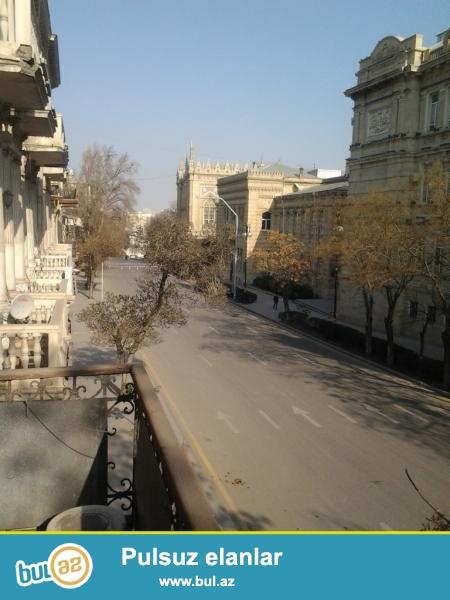 Satılır:  *4072*    9 otaqlı  mənzil(Tarixi bina), 2 /2 <br /> Yerleşir:  Səbayıl, m...
