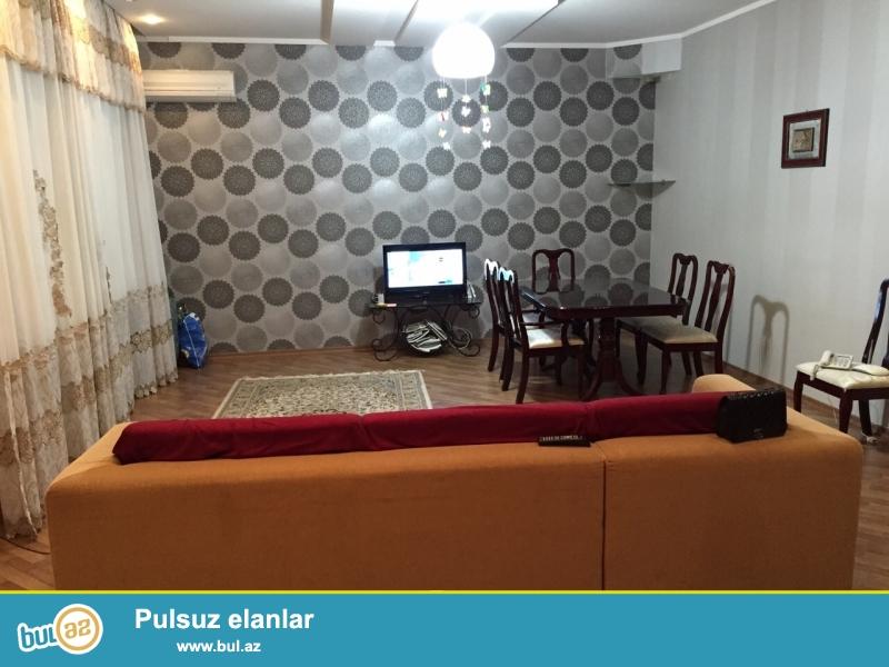 """Сдается 2-х комнатная квартира в престижной новостройке,в центре города, по улице Гуткашенли, рядом с """"Туран"""" банком..."""