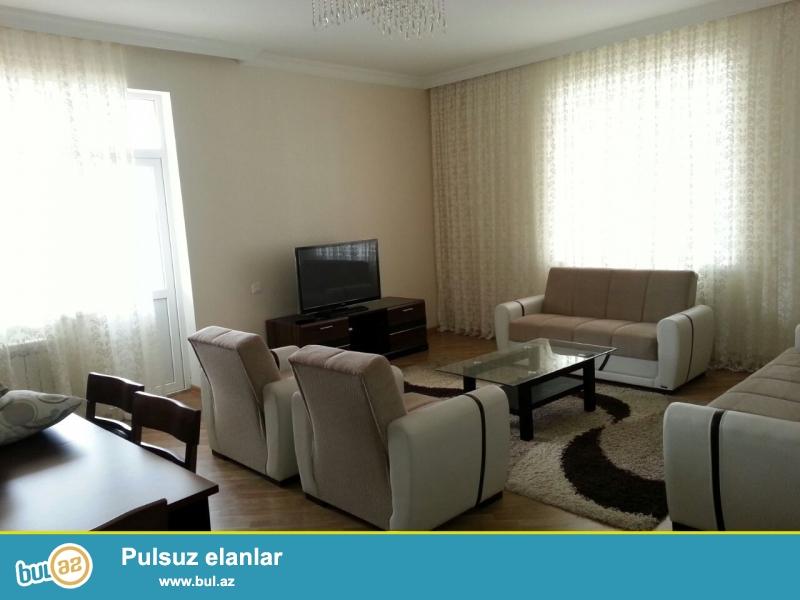 Сдается 3-х комнатная квартира в новостройке,в центре города, по проспекту Матбуат,рядом с Ясамальской Испонительной Властью...