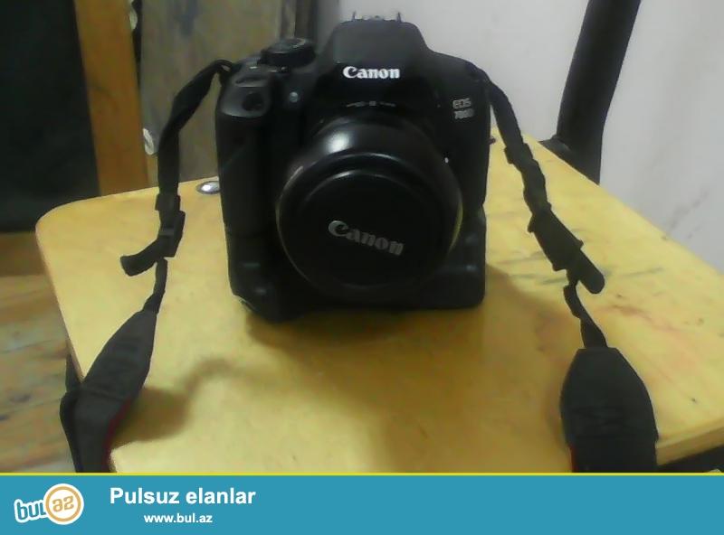 TECILI SATILIR: Canon Eos 700d kit 18-55mm <br /> Ustunde Verilir: Grip+sumka+kart+blenda <br /> 5ayin aparatidi <br /> Qiymet 550 Azn qiymetde razilawmaqda olar...
