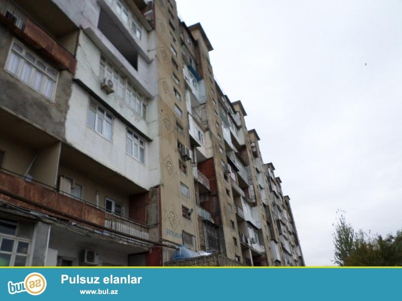biləcəridə çaöırış məntəqəsi ilə üzbəüz leninqrad proekti təmiri ortadan yaxşı 3 otaqlı ev satılır...