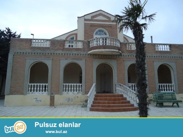 Lalə xanım Ləhij bağlar massivində 24 sot torpaq sahəsində ümumi sahəsi 300 kv...