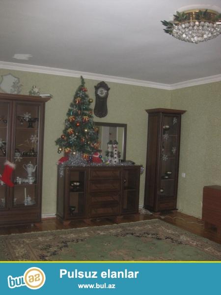 Hovsanda 2 sotun icinde 3 otaqli heyet evi satilir...