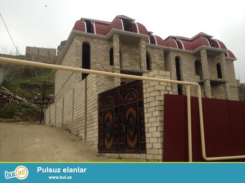 Sabuncu Rayonu,Bakixanov Qesebesi , Leyla Memmedbeylide , Razin dagin ustunde gole yaxin ev satilir...