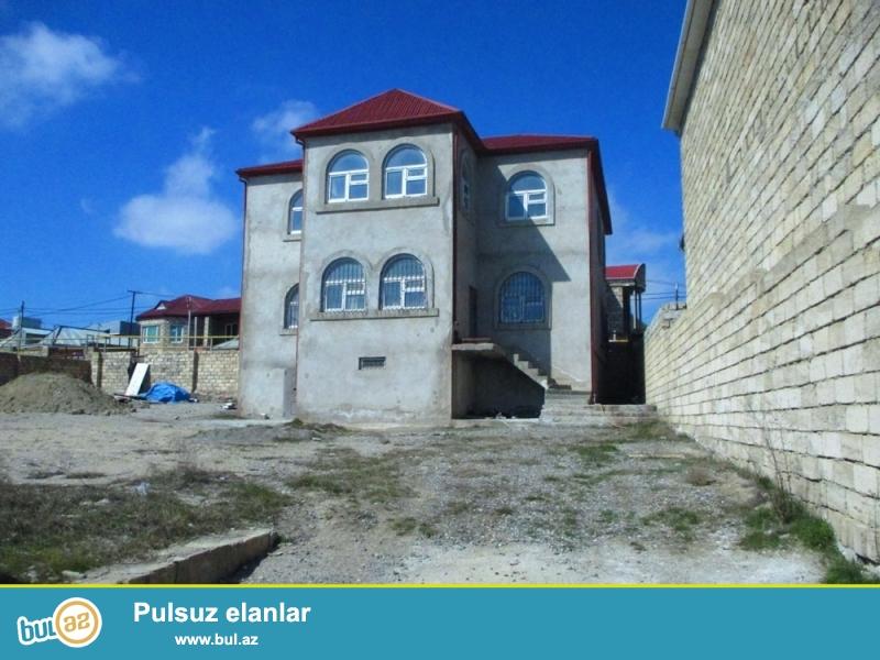 DƏYƏRİNDƏN AŞAĞI!!! Xırdalan şəhəri, Respublika QAİ-nin yaxınlığında ümumi sahəsi 9 sot, yaşayış sahəsi isə 280 kv...