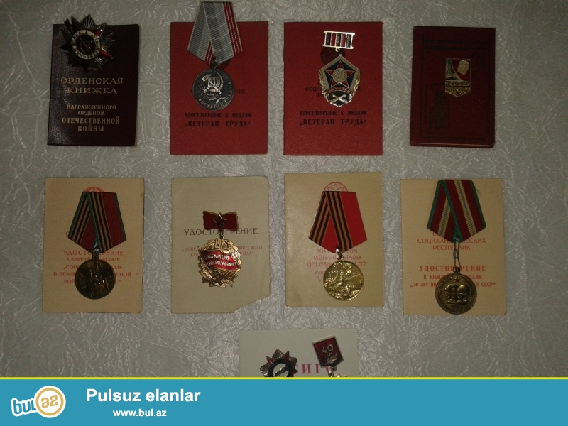 Bu medallar cox gedimdi cox qiymetlidi.Sekilde gorduyunuz kimi her medallin oz kitabcasida var...