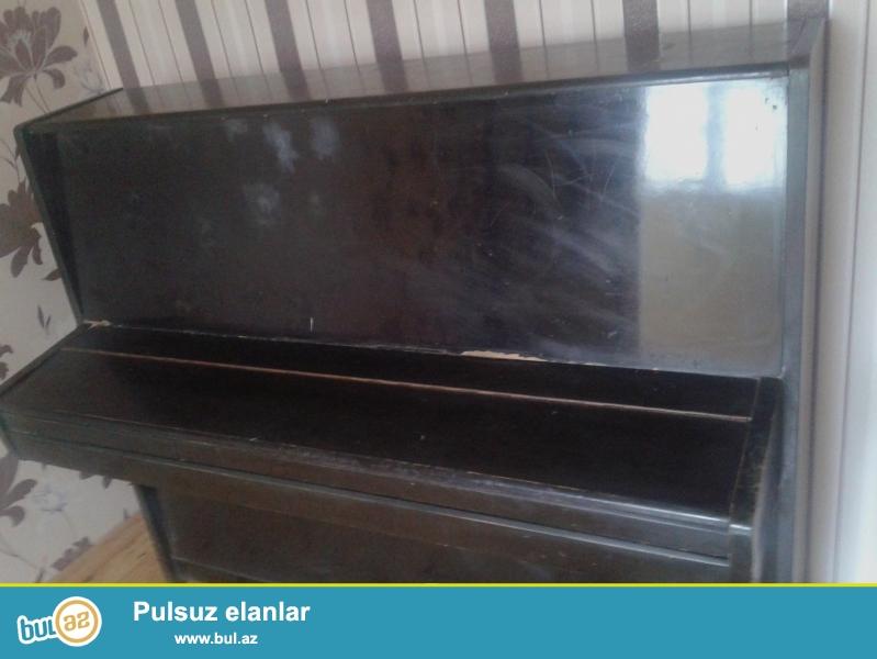 Qara rəngdə Voljanka pianino satılır. 2 pedallı...