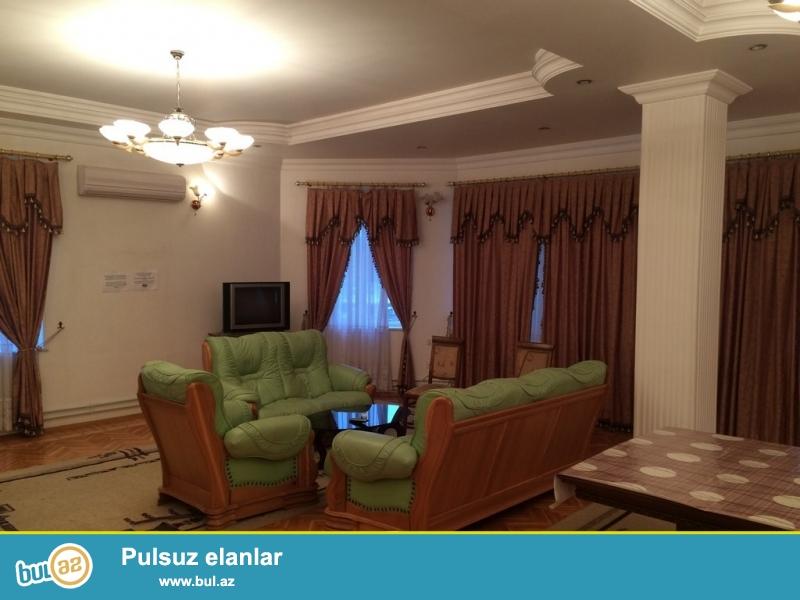 Очень срочно! Около м/с 28 мая ,сдается в аренду на долгий срок 3-x комнатная квартира нового строения 8/9, с супер ремонтом , общей площадью 200 квадрат...
