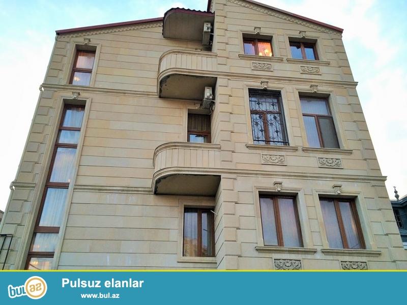 Очень срочно сдаётся в аренду на долгий срок 4-х этажный , 8 комнатный особняк расположенный вблизи  проспекта Теймура Алиева ...