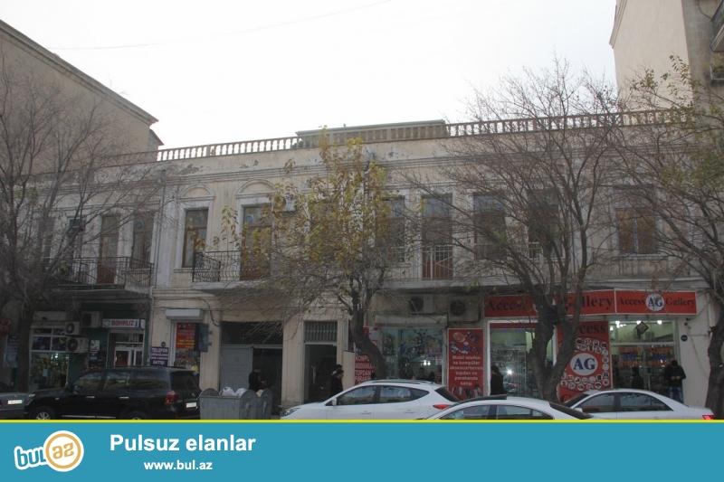 Очень срочно !  Для деловых людей продаётся  2 этажный объект  расположенный в густо населённом пункте недалеко от с/м  28 май расположенный на проспекте Азадлыг ...