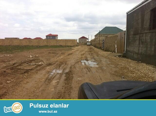 Abseron rayonu,Mehdiabad qesebesinde Novxani yolunun ustunde esas yoldan 500 m aralida 1 sotu 8000  azn 18 sot torpagimi satiram...