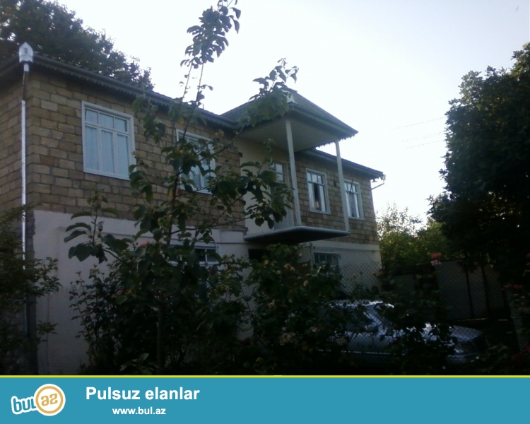 İsmayilli rayonunda tecili olaraq 2 mertebeli her bir seraiti olan ev satilir...