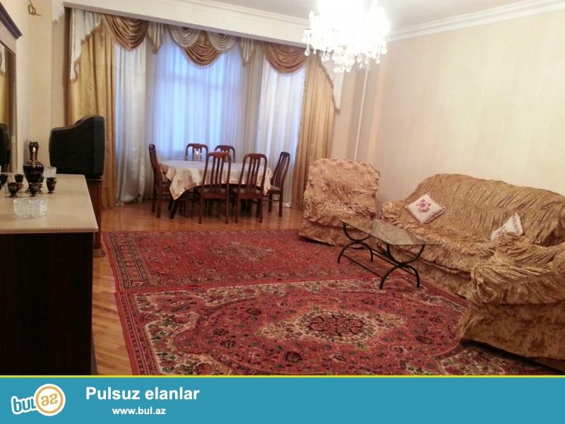 **РУФАТ*АЙНУР**   Сдается   2-х   комнатная квартира   около    бывщего   памятника  Мусабекова   105   кв...