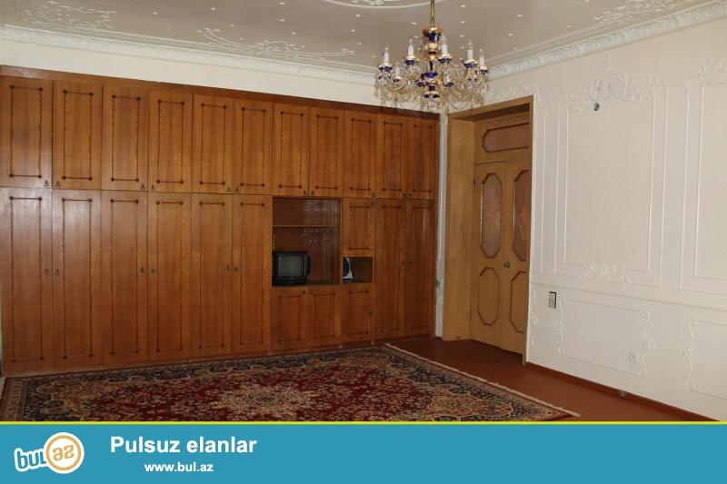 """Varovskide """"DAXILI QOSHUNLARINI"""" Uz-be uzde yerleshen heyat evi icareye verilir. EV Bagca kimi fealiyet gosterir..."""