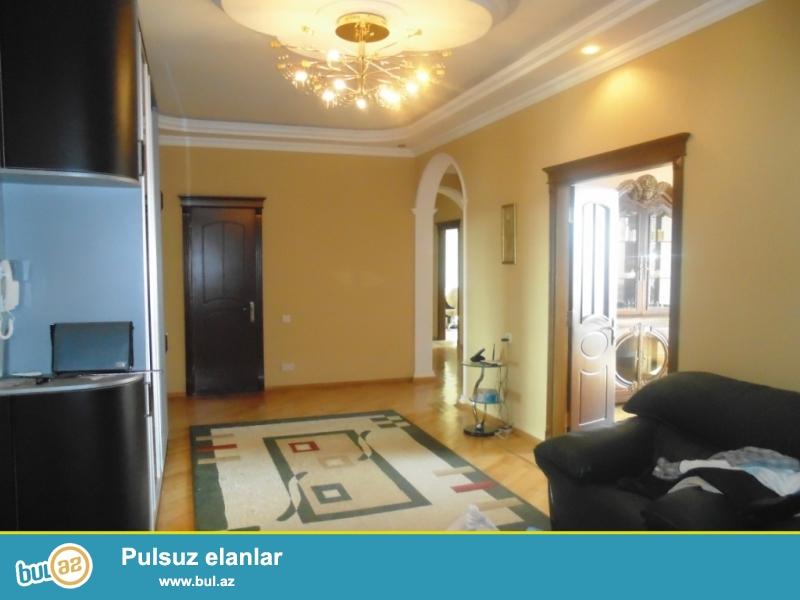 **РУФАТ*АЙНУР**   Сдается    4-х   комнатная квартира   у    Насиминского   рынка,  за   *Прогресс*, 8  18,   208   кв...