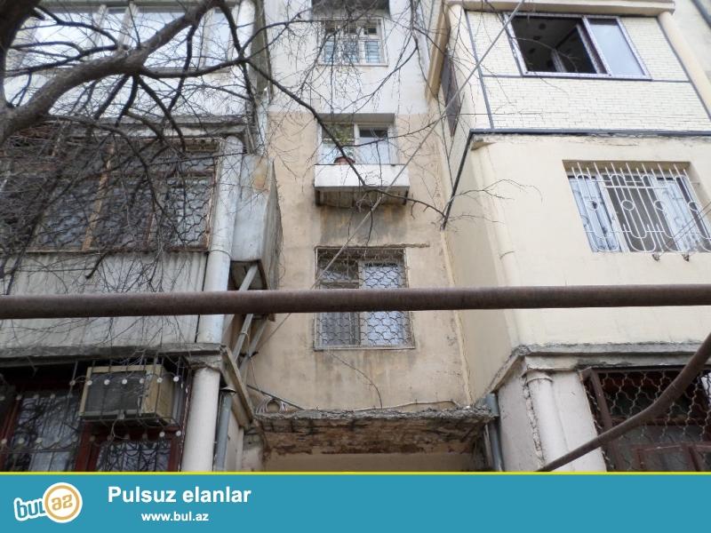 vergilər nazirliyinin arxasında 5 mərtəbəli binanın 3-cü mərtəbəsində orta təmirli 1 otaqlı ev satılır...