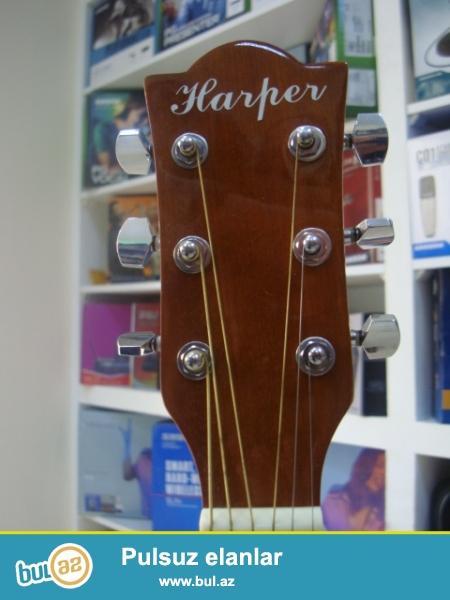 Harper firmasin mexsus w402 CN modeli olan akustik gitar.Yalniz H.B. musig ve Hakim musiqi aletler dukanlarinda...