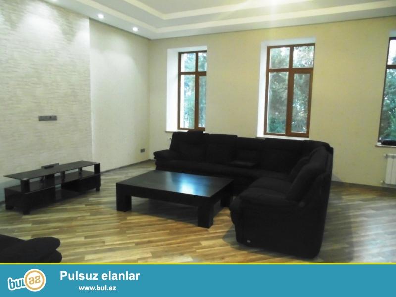 **РУФАТ*АЙНУР**   Сдается   4-х    комнатная  квартира   в    центре    города,    напротив  Кукольного   театра,   в    Каспаровском    доме...