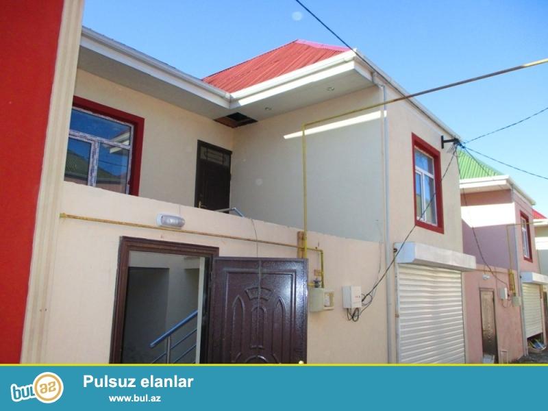TECILI>>>Abseron rayonu Masazir qesebesinde merkezi yoldan 200 metr aeali alti qarajli  3 otaqli temirli ev satilir