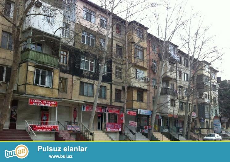 Təcili Ayna Sultanovada yol kənarında 5/1, 400kv...