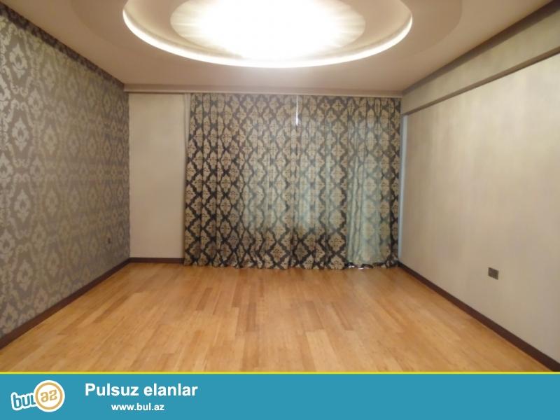 **РУФАТ*АЙНУР*     Продается   3-х   комнатная квартира   (2  переделена   в   3)   около Папанинского    моста ,  нового   строения , 90кв...