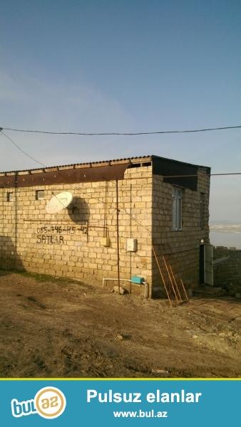 Bineqrdide  4 sotd2 dawla tikili kursulu ev satilir,metbex  tualet hamam 1 otaq hazirdi...