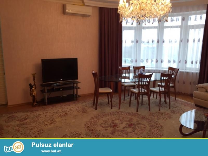 Сдается 4-х комнатная квартира в престижной новостройке,в центре города, напротив с парком Деде Горгуд...