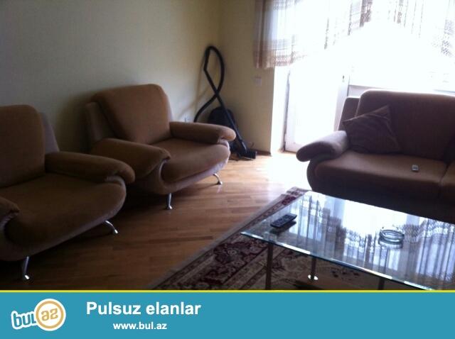 Сдается 3-х комнатная квартира в престижной новостройке,по проспекту Матбуат, рядом с кругом Гелебе...