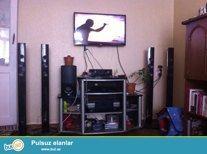 Sekilde gorduyunuz televizor altliqi, televizor, DVD Player ve Ev kinoteatri + ATV Plus kart ve antenna ustunde...