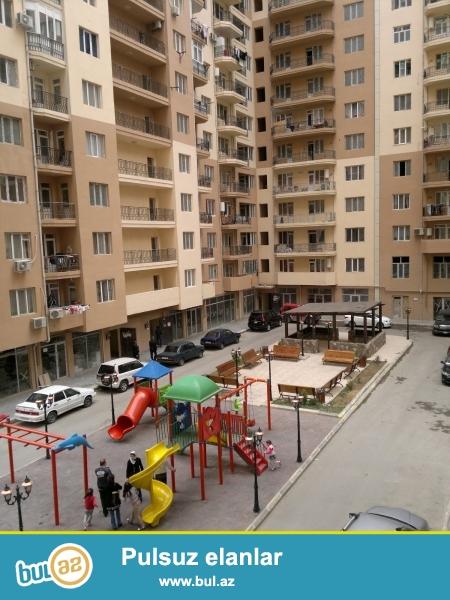 Yeni Yasamal Bizim marketden yuxari 21 mertebeli hazir yashayishli yeni tikilinin 10-cu mertebesi 2 otaq 90 kv\metr sahesi olan pod mayak menzil satilir...
