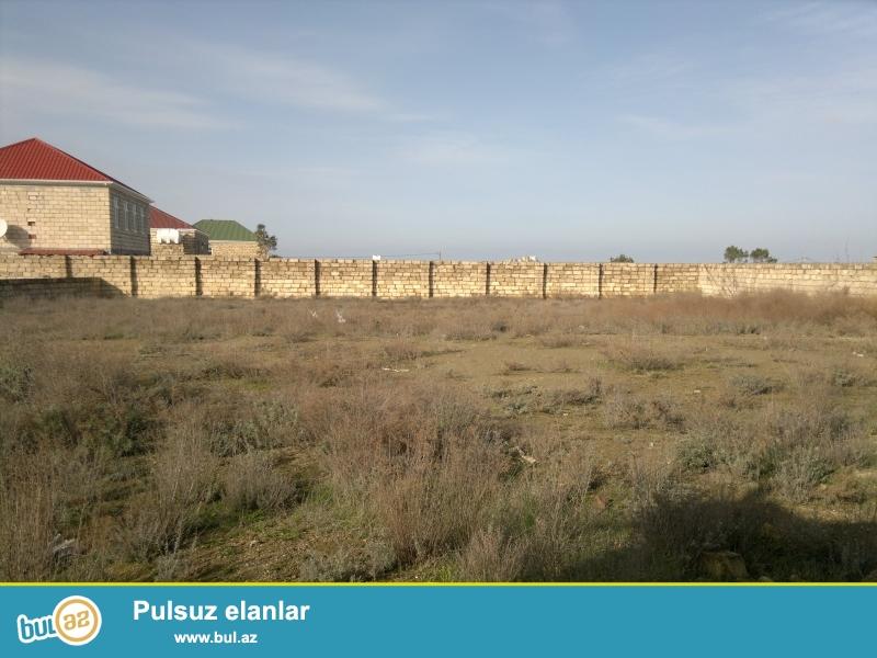 torpaq  sahesi yeni pirsagiu qesebesinde yerlesir.qazi,suyu,isigi var,hasarli ve darvazalidir...