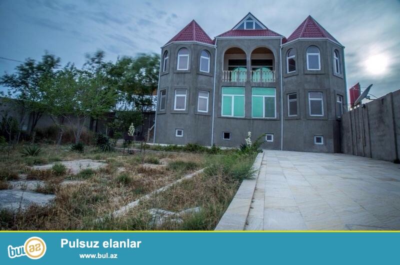 Очень срочно! В  поселке Бильгя не далеко от моря  в  16 - м переулке продаётся 5-ти комнатный частный дом нового строения ,общей площадью  250 квадрат, расположенный на 8-и сотках земли...