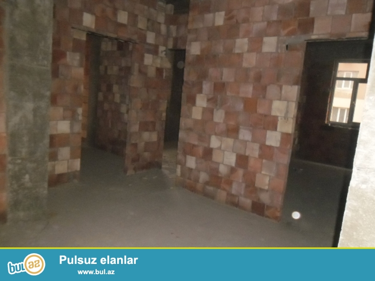 Yeni Yasamal  serur insaatin binasi  2otaqli temirsiz, 75kv,yasayis olan binadir