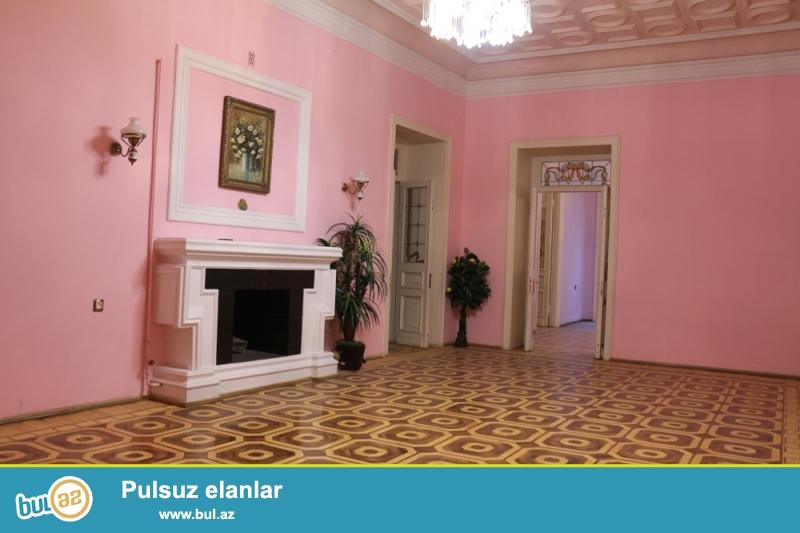 Səbail Rayonu İslam Səfərli Küçəsi Nemi Hotelin yaxınlığında 3 /1 ümumi sahəsi 300 kv...