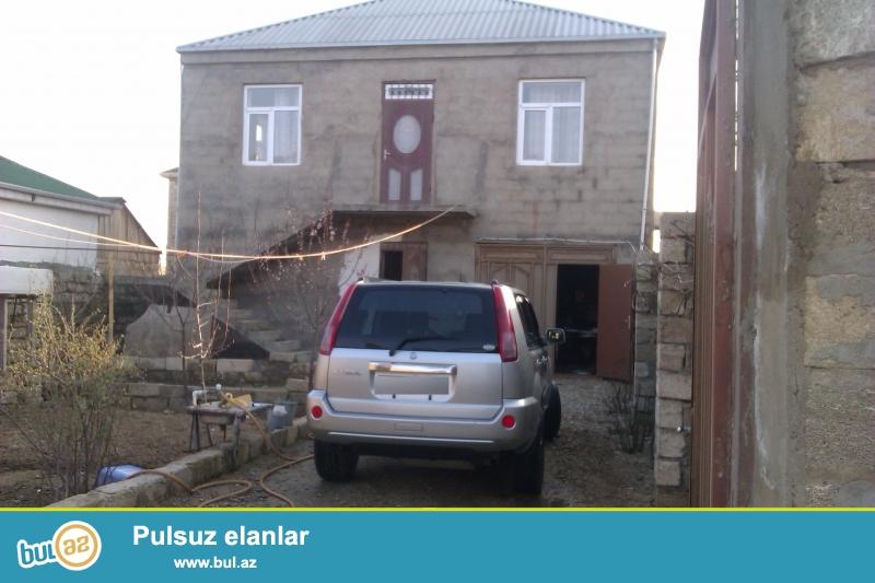 TƏCİLİ SATILIR!!!<br /> Savalan qəsəbəsində 3 sot torpaqda tikilmiş 2 mərtəbəli həyət evi satılır...