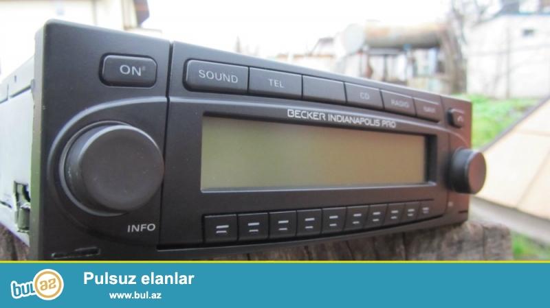 mercedes maqnitafonu. az islenib disc mp3 12 kanalli radiosu, naviqatoru, telefonla danisma funksiyasi var...