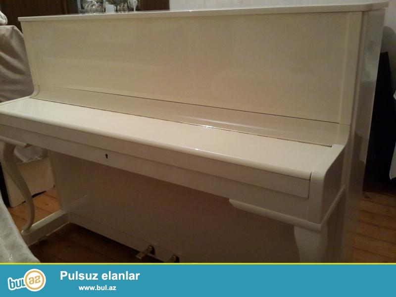 aq rengli rosler pianinosu fiqurlu ayaqli