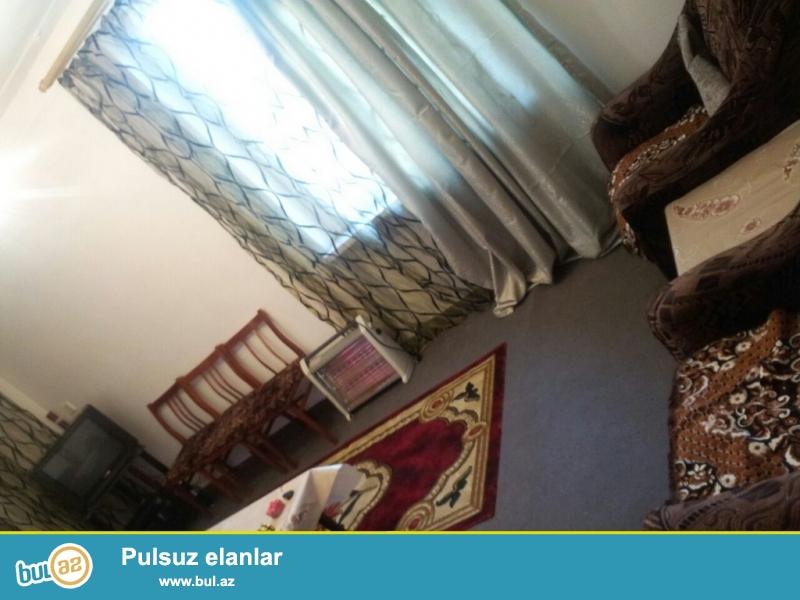 Очень  срочно ! В близи метро Нариманов  за * Life centrom*сдаётся   в аренду на долгий срок   2-х комнатная (1-а переделанная в 2-е)  квартира старого строения  3/5 ...