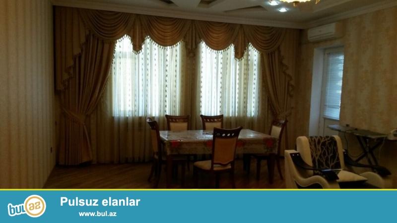Очень  срочно ! В близи метро Гянджлик  по проспекту  Ататурк   сдаётся   в аренду на долгий срок   2-х комнатная  квартира нового строения  6/12...