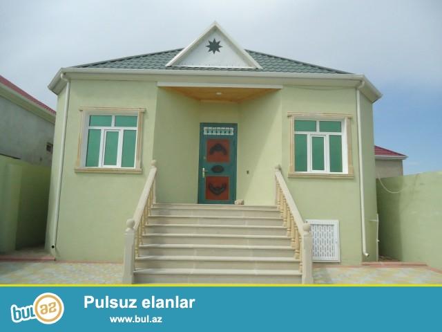 SADAY SabunRayonu kərpic zavod ərazisində 2.2 sot torpaq sahəsində 8 daş kürsüdə ümumi sahəsi 120 kv mt olan 3 otaqlı hamam,tualet,kuxnası olan ev satılır...
