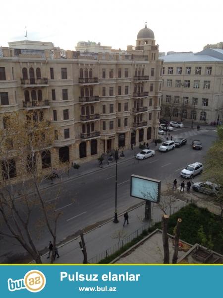 """Cдается 2-х комнатная квартира в центре города,около """"Ляндмарка""""..."""