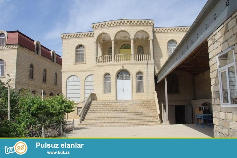 <br /> Очень срочно! Бадамдар рядом 3 массивом,  сдается в аренду на долгий срок  2-х этажная ,7 комнат, на каждом этаже имеется раздельный сан...