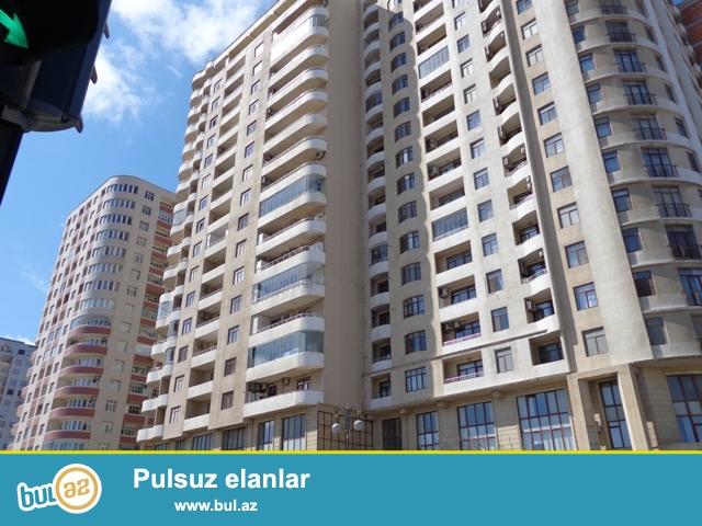 Hüseyin Cavid prospektində , Elmlər Akademiyasi metrosu  yaxinliginda yerləşən yeni tikilmiş yaşayışlı binada 3 otaqlı mənzil satılır...