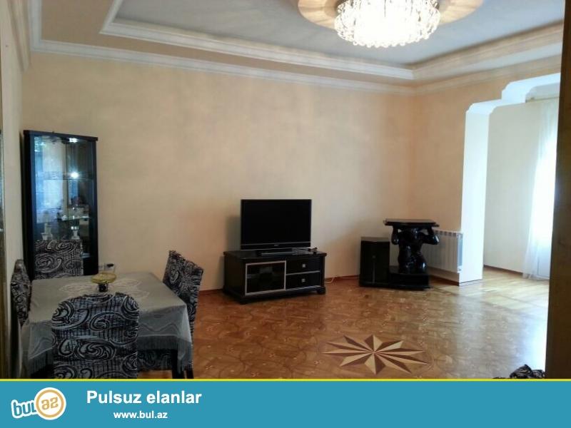 Cдается 3-х комнатная квартира в центре города,по улице Бакиханова и пересечении улицы С...